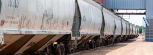 Hopper bottom bulk salt delivery by train